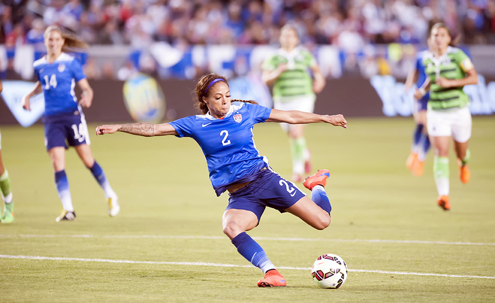 Sydney Leroux lines one up against Mexico on May 17, 2015.