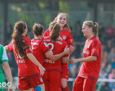 Bayern Munich celebrates its second goal scored by Melanie Leupolz.