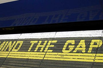 Mind the Gap signage by clicsorious of wikicommons