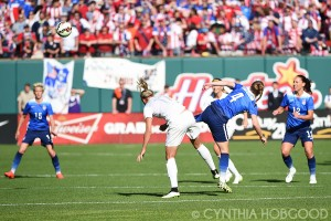 Becky Sauerbrunn (4) and Hannah Wilkinson (17) vie for the ball.