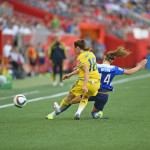 Sweden's Jessica Samuelsson and USA's Morgan Brian vie for the ball.