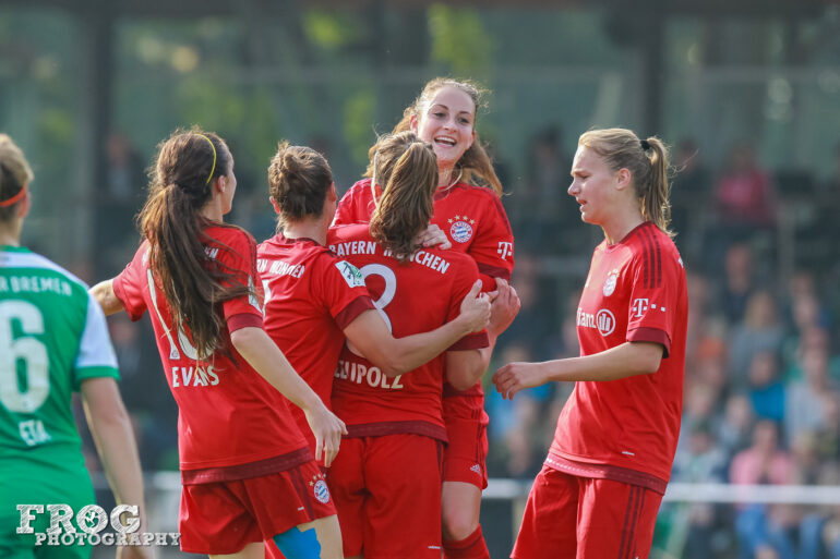 Bayern Munich celebrates its second goal scored by Melanie Leupolz.