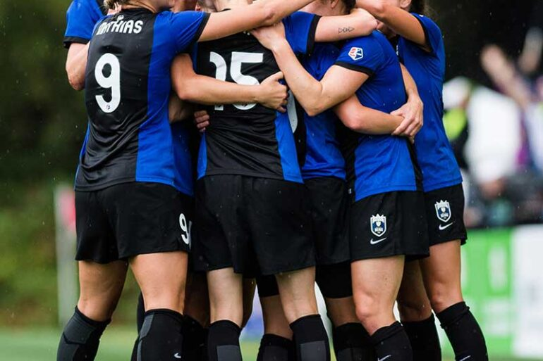 Seattle Reign FC team hug.