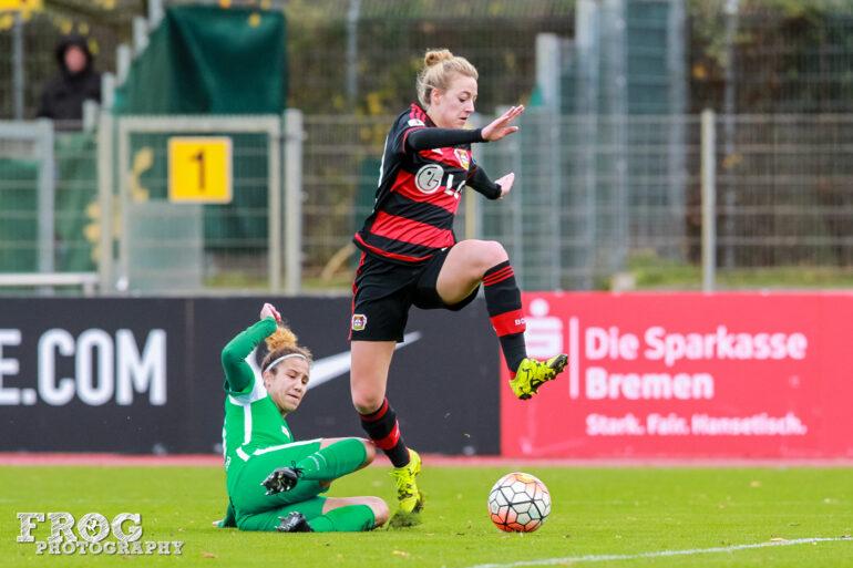 Daniela Schacher of SV Werder Bremen and Carolin Simon of Bayer 04 Leverkusen.