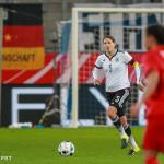 Annike Krahn with the ball.