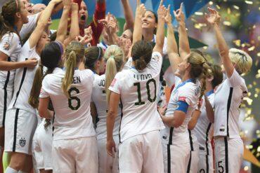 uswnt celebrating 2015 world cup win