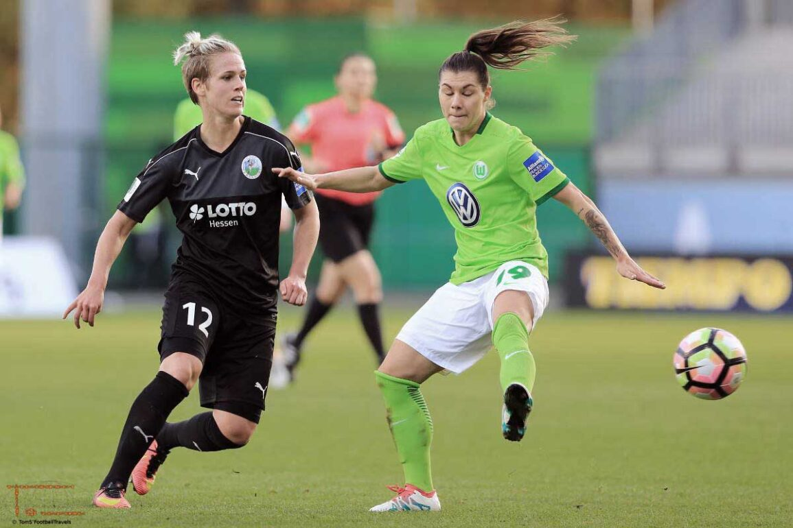 Sophie Schmidt and Ramona Bachmann. Photo by Tom Seiss.