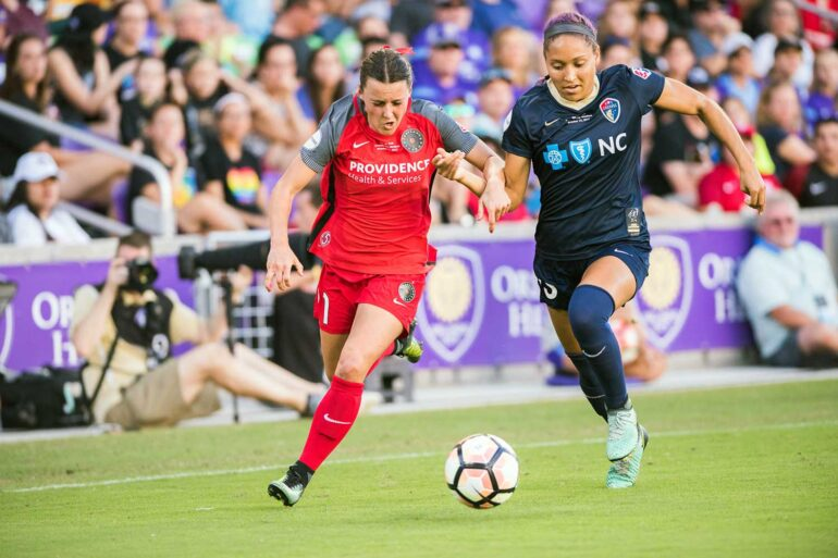 Hayley Raso and Jaelene Hinkle vie for the ball during the 2017 NWSL Championship. (Monica Simoes)