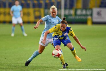 Izzy Christiansen battles Stefanie Enzinger in Champions League action. (Granada, WikiCommons)