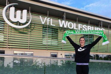 Mary Earps outside Wolfsburg's offices after signing with the club. (Mary Earps, Twitter)