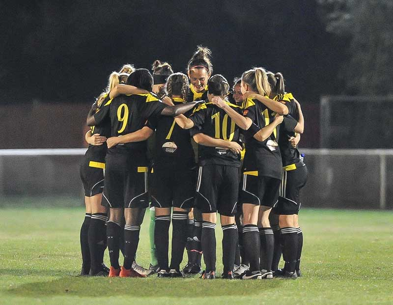 Crawley Wasps team huddle (Crawley Wasps).