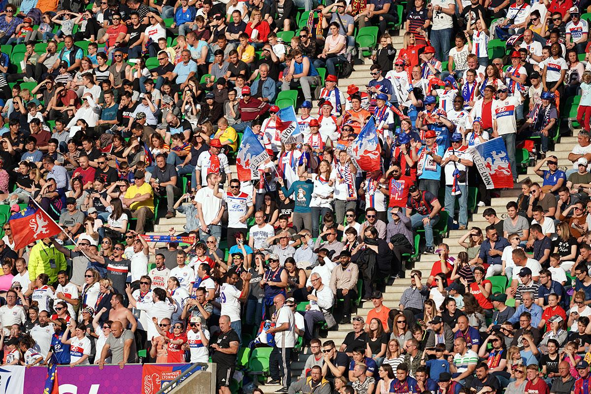 Lyon supporters at the 2019 UEFA Women's Champions League final. (Daniela Porcelli / OGM)