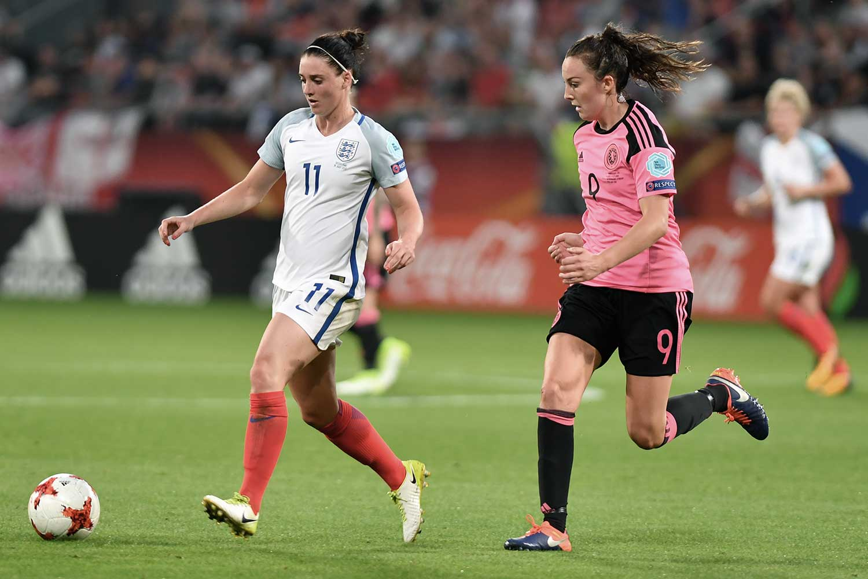 England's Jade Moore against Scotland's Caroline Weir during Euro 2017. (Ailura, CC BY-SA 3.0 AT [CC BY-SA 3.0 at (https://creativecommons.org/licenses/by-sa/3.0/at/deed.en)])