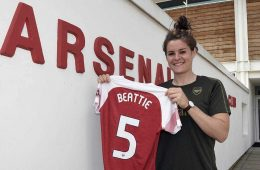 Jen Beattie re-signs with Arsenal. (Arsenal FC)