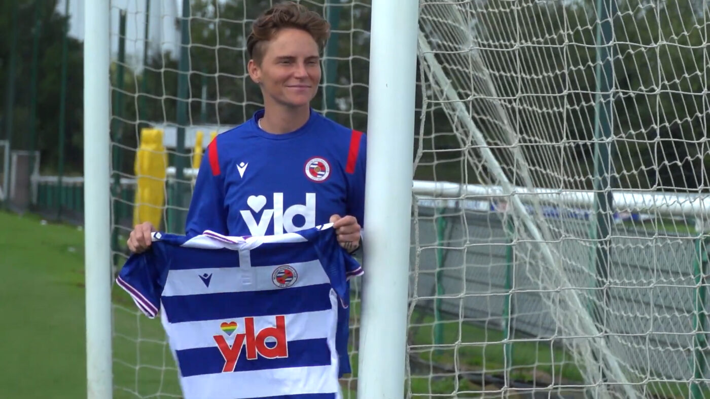 Jess Fishlock holding Reading jersey. (Reading FC)