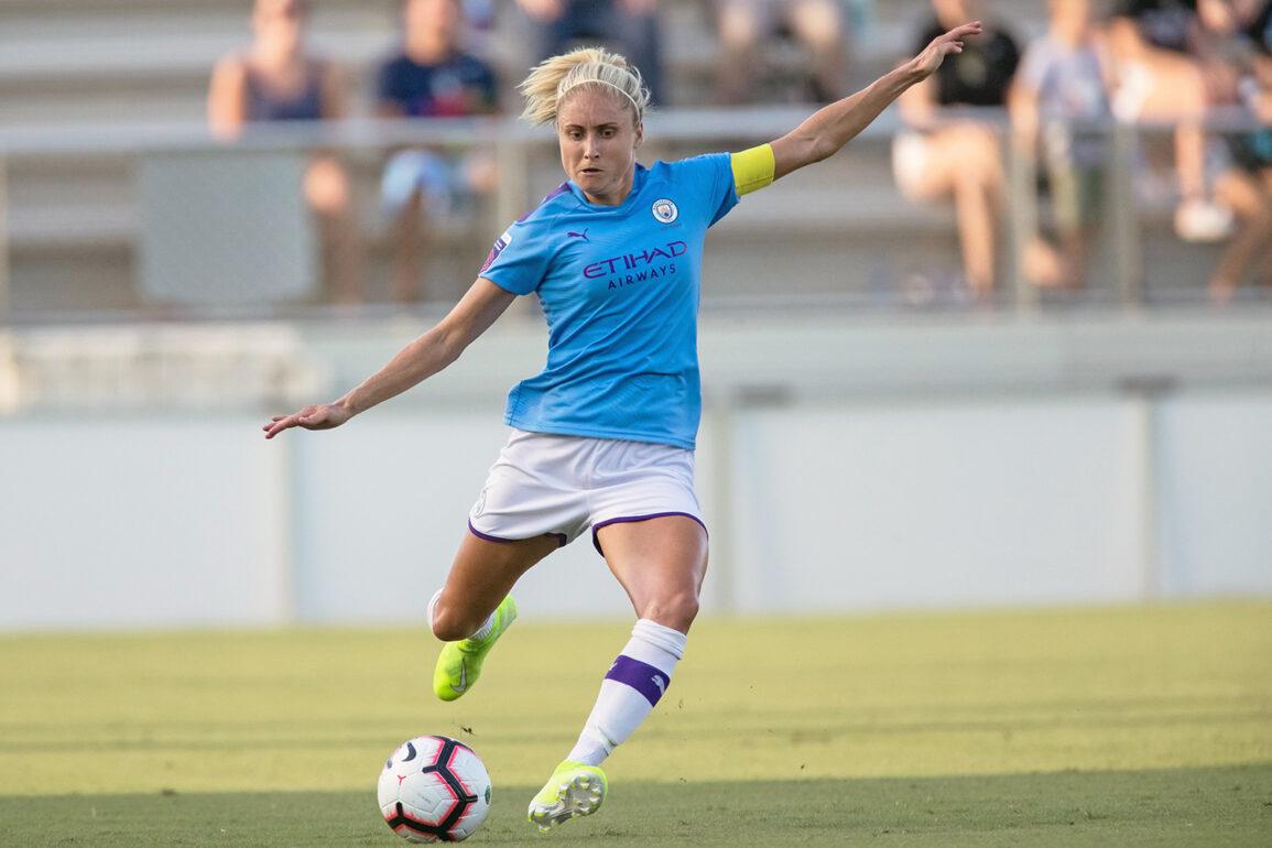 Manchester City's Steph Houghton preparing to kick the ball. (Shane Lardinois/OGM)