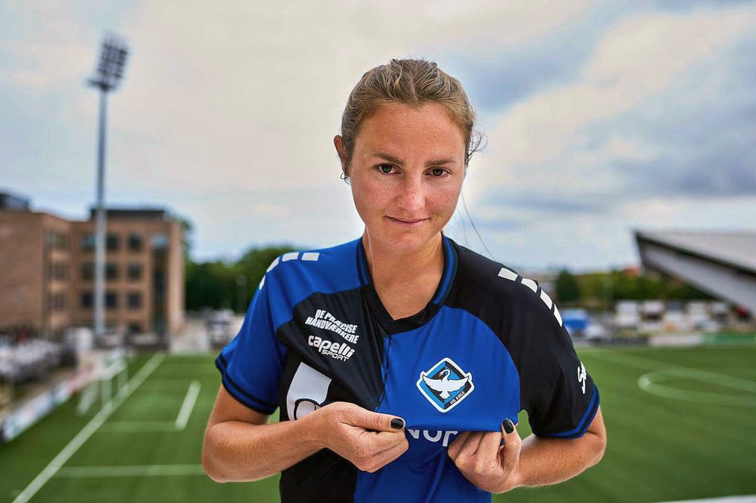 Striker Kyra Carusa showing off HB Koge's crest on her jersey. (Kyra Carusa)