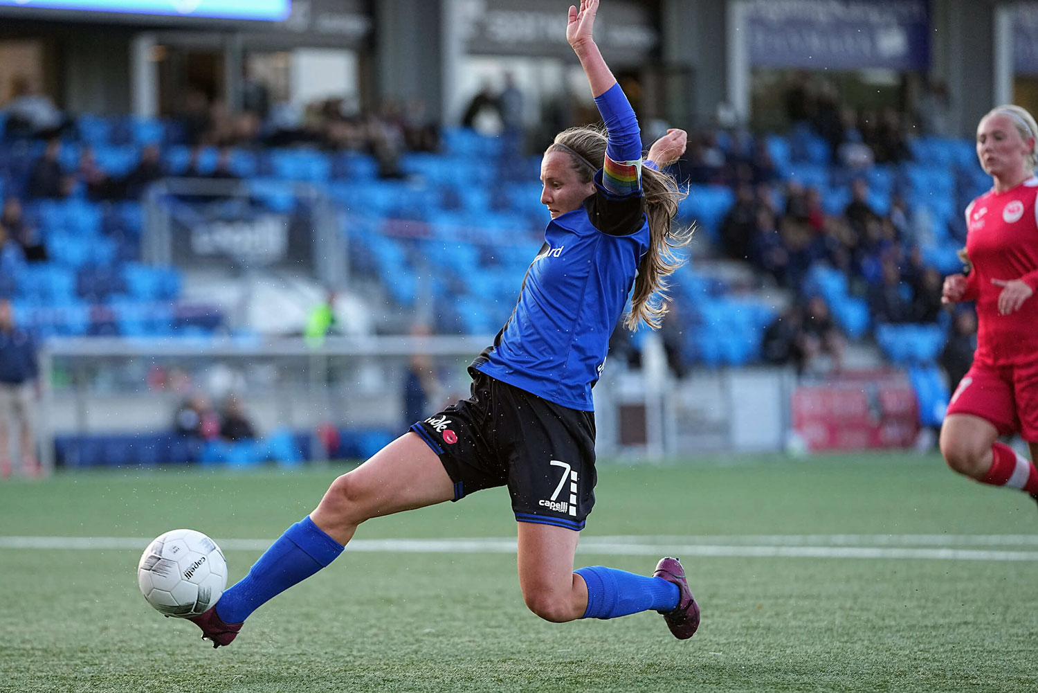 Striker Kyra Carusa sliding for the ball while playing for HB Køge. (HB Køge)
