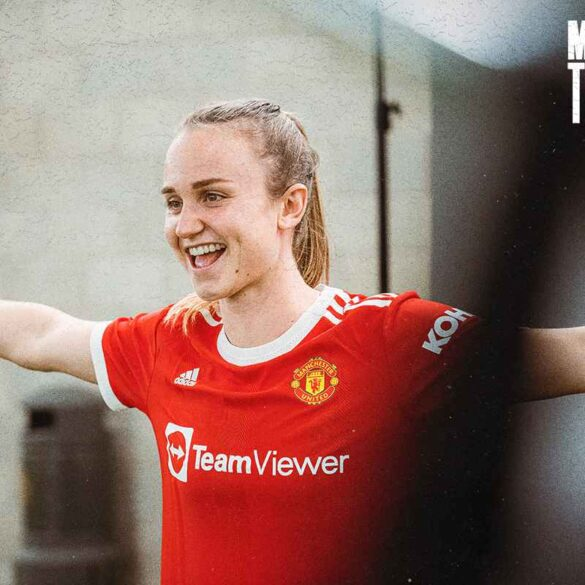 Martha Thomas at her Manchester United introduction. (Manchester United)